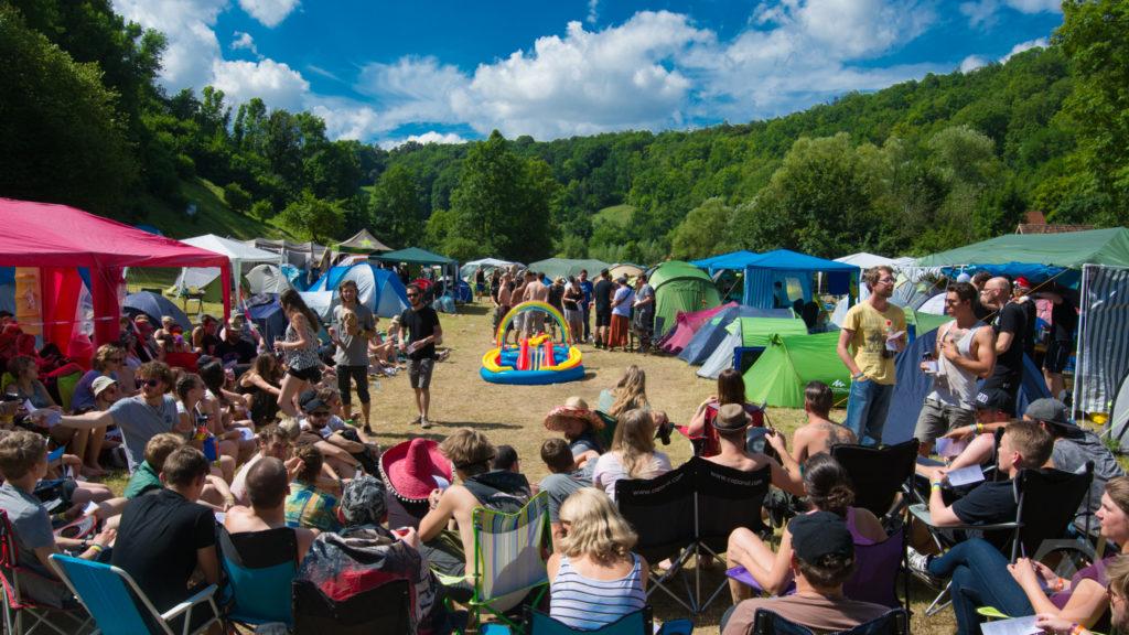 Die Green Camping Messe am Sonntag Vormittag ist gut besucht.